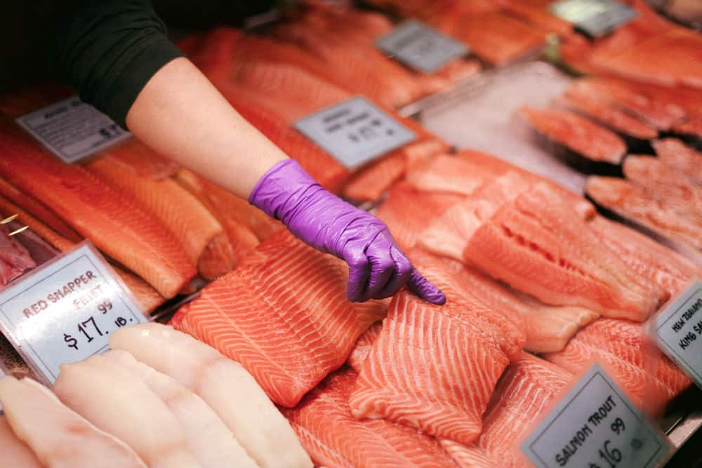 Pick out quality salmon for your teppanyaki