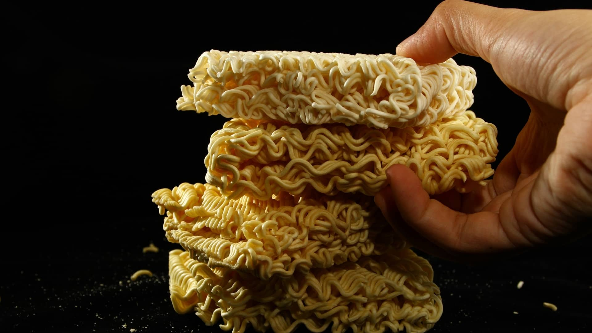 Are ramen noodles plastic and can they give you cancer