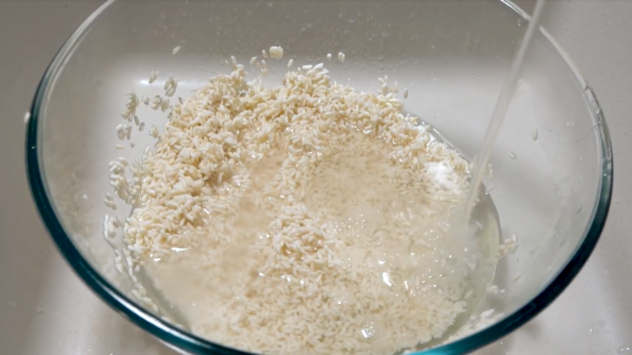 Suman Malagkit Recipe adding water to the rice and rinsing