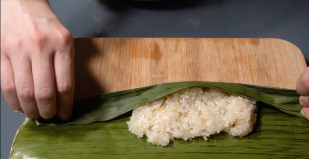 Suman Malagkit Recipe rolling the rice in the banana leaf