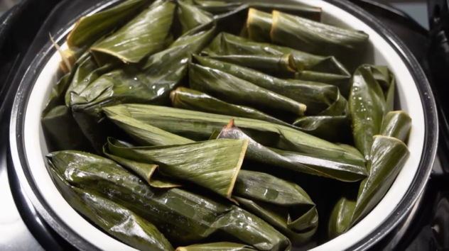 Suman Malagkit Recipe steaming the banana leaf rice packages