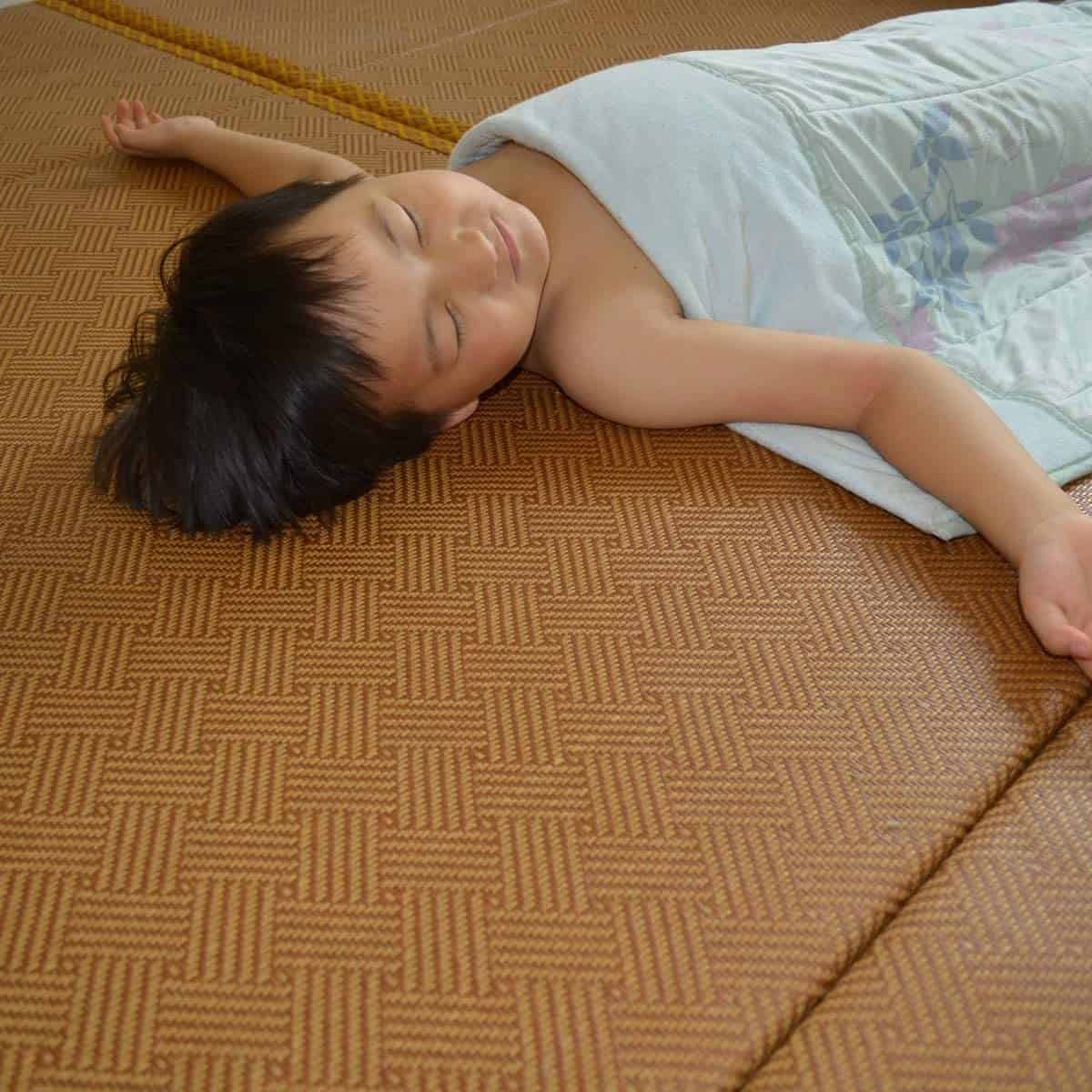 Best tatami mat for sleeping and back pain & best for allergy sufferers- MustMat Japanese Traditional Futon Mattress with sleeping child