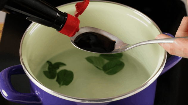 Mix green tea with soy sauce