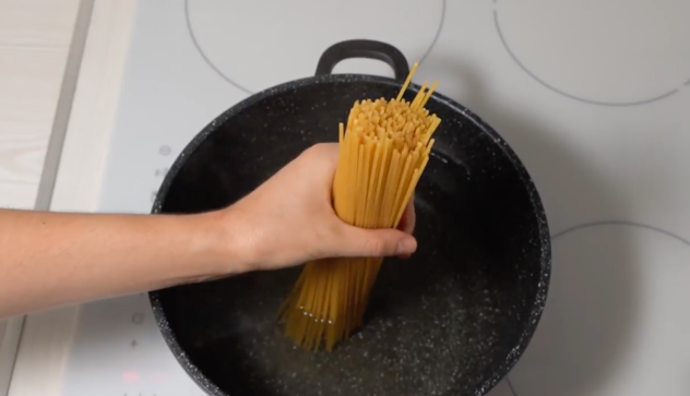 Once boiling, add the spaghetti and cook until al dente (about 5-7 minutes) or according to package instructions